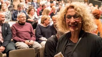 Ursula Berger und ihr Publikum: Volles Haus zum Auftakt der 22. Oltner Tanztage.