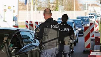Die Kontrolle der Bundespolizei führte am Zoll in Stein zu langen Blechkolonnen.