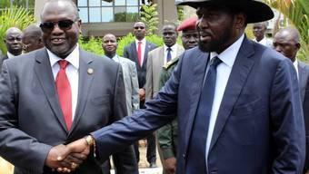 Präsident Salva Kiir (rechts) und Rebellenchef Riek Machar Ende April 2016 in Juba. (Archivbild)