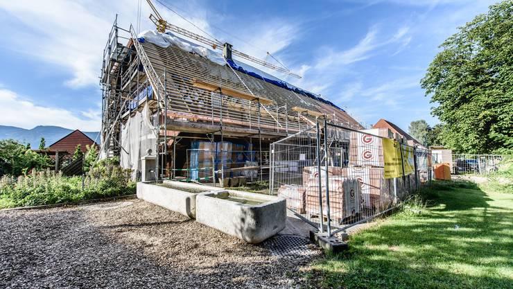 Besichtigung des umgebauten Bauernhauses mit Seniorenwohnungen in Nennigkofen