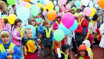 Bunter Start: Luftballons für Roggwiler «Ersteler». (Ernst Glur)