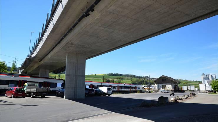 Die neue Brücke überquert nicht nur die SBB-Gleise, sondern verstärkt die Bindung zwischen den Gemeinden Boswil und Bünzen auch in anderen Bereichen. ES