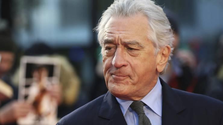 """Schauspieler Robert De Niro findet es schwierig, älter zu werden. Deswegen freut sich der 76-Jährige, dass er mit Hilfe von Computertechnik in der Netflix-Produktion """"The Irishman"""" verjüngt wird. (Archivbild)"""