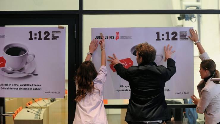 Juso-Aktivisten lancieren die 1:12-Initiative