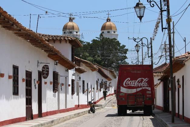 C wie Coca Cola_Das Süssgetränk wird auch ins abgeschiedenste Kaff geliefert - nach Playa de Belen, Kolumbien
