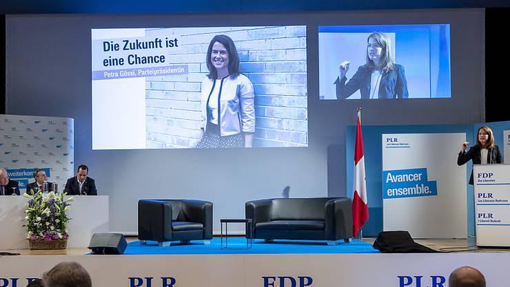 Schwört die Delegierten auf den Wahlherbst 2019 ein: FDP-Präsidentin Petra Gössi in Pratteln BL.