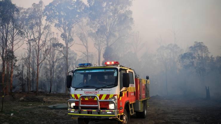 Feuerwehrauto am Sonntag in Torrington im australischen New South Wales, wo es durch die Buschfeuer Tote gab.