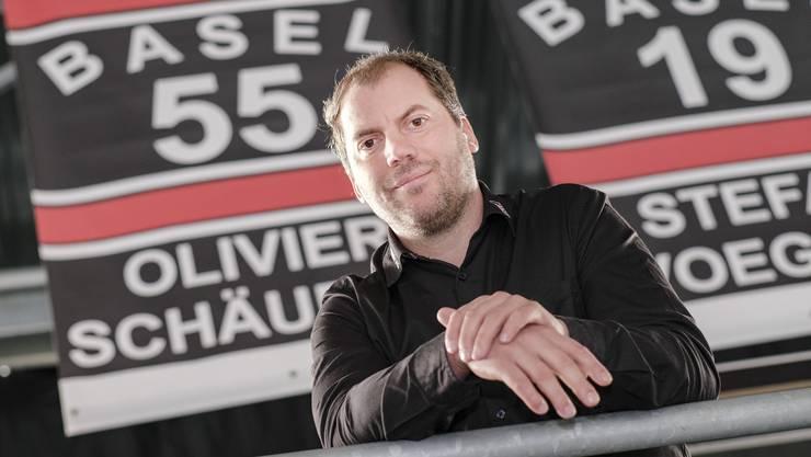 Olivier Schäublin ist der letzte Spieler, der beim EHC Basel jemals die Nummer 55 getragen hat. Sein Trikot wurde feierlich unter das Arena-Dach gehängt.