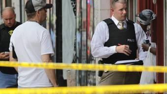 Polizei am Tatort im Zentrum der US-Stadt St. Louis