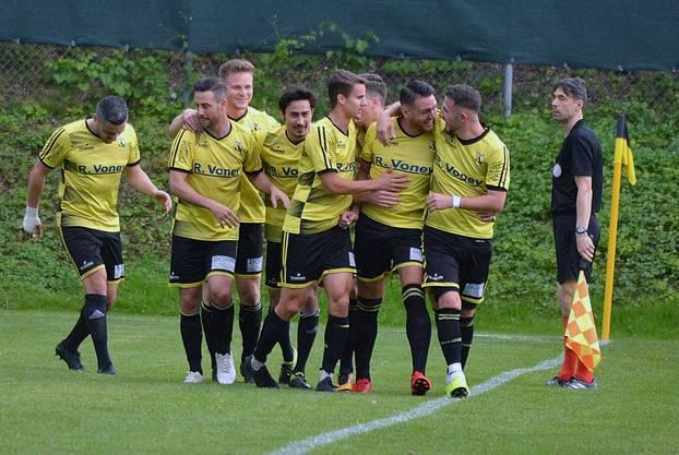 Der letzte Jubel in der 2. Liga inter: Dulliken schlägt zum Saisonabschluss den FC Olten im Derby mit 3:1.