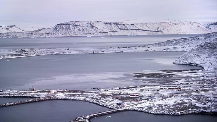 Dänemark wappnet sich gegen Begehrlichkeiten der Grossmächte in der Arktis rund um das halbautonome Gebiet Grönland. Im Bild die Thule Air Base der USA auf Grönland. (Archivbild)