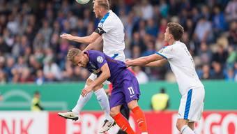 Lennart Thy (Nummer 11) und Werder Bremen müssen in Lotte unten durch