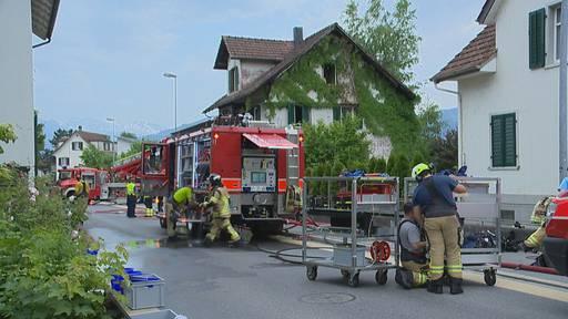 Einfamilienhaus in Flammen – Bewohner kann sich retten