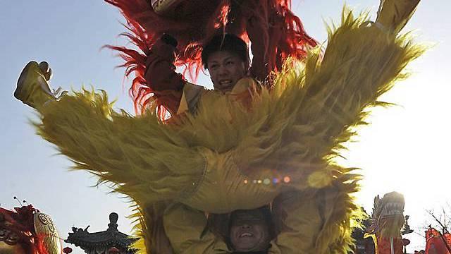 Chinesen feiern Neujahrsfest - Jahr des Metall-Tigers bricht an ...