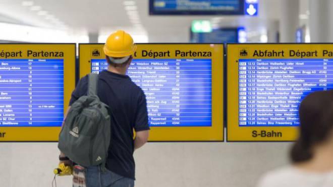 Die Suche nach dem richtigen Zug wird nicht einfacher: Pendler im Bahnhof Löwenstrasse in Zürich. Foto: Keystone