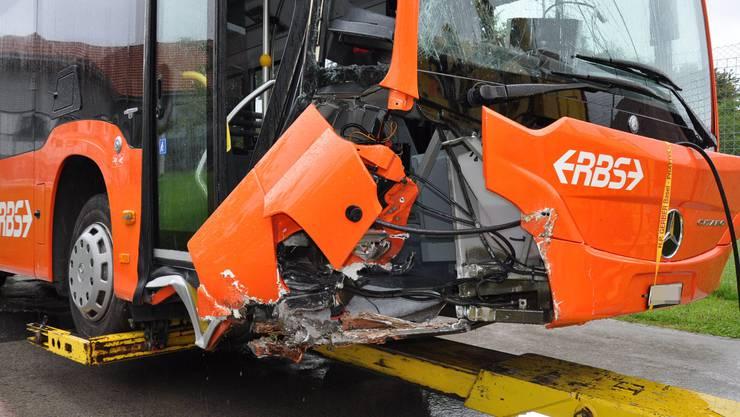 Der Buss wurde bei dem Vorfall schwer beschädigt.