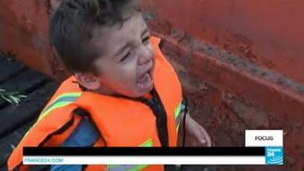 An Bord eines bewaffneten Schlepperboots unter irakischen und syrischen Flüchtlingen: Der TV-Report der beiden französischen Journalisten.