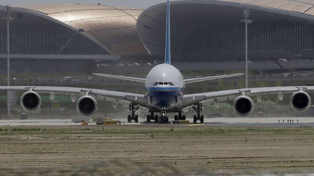 In China ist am Mittwoch der nach Gebäudefläche grösste Airport der Welt eingeweiht worden.
