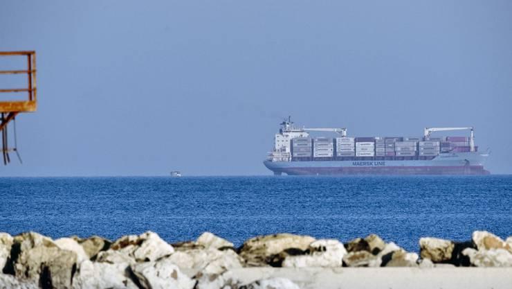 """Darf in Italien anlegen: Das Containerschiff """"Alexander Maersk"""", welches in der Nacht zu Freitag 113 Migranten im Mittelmeer aufgenommen hatte."""