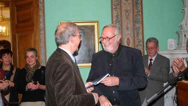 Gelungenes Werk: Oberförster Frank Haemmerli und Redaktor Heiner Halder. sch