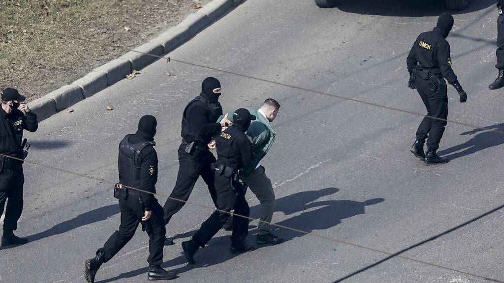 Fast 250 Festnahmen bei Protesten gegen Lukaschenko in Belarus