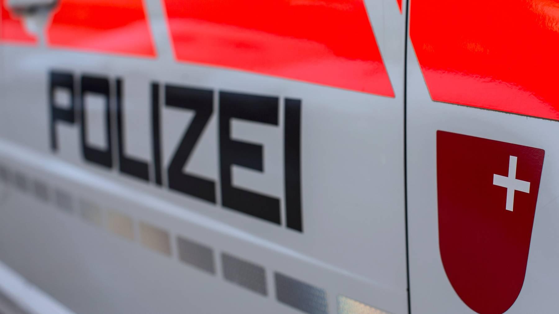 Die Kantonspolizei Schwyz vermeldete den Unfall am Sonntag. (Symbolbild)
