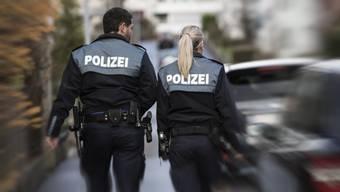 Die Kantonspolizei bot mehrer Patrouillen auf, um nach dem Täter zu fahnden. (Symbolbild)