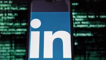 Linkedin ist das Tinder der Berufswelt, findet unser Kolumnist Benedikt Lachenmeier.