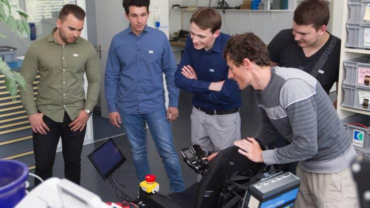 Während der Firmenführung lernten die Studenten die verschiedenen Abteilungen der Curtis Instruments AG kennen