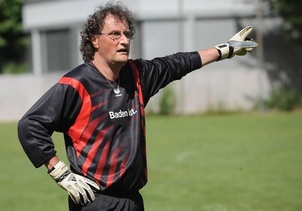 Geri Müller aus Baden (Grüne) im Einsatz als Goalie des FC Nationalrat; 6. Juli 2008.