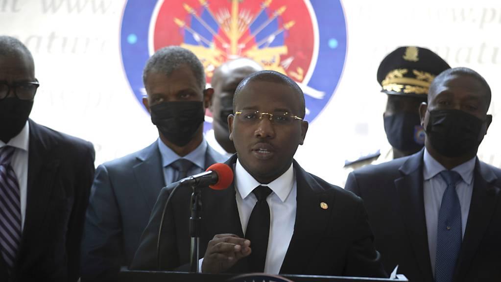 Claude Joseph, Übergangs-Premierminister in Haiti, soll im Machtkampf nach der Ermordung des Staatspr‰sidenten MoÔse nachgeben und nach Medienberichten zurücktreten wollen. Foto: Joseph Odelyn/AP/dpa Foto: Joseph Odelyn/AP/dpa