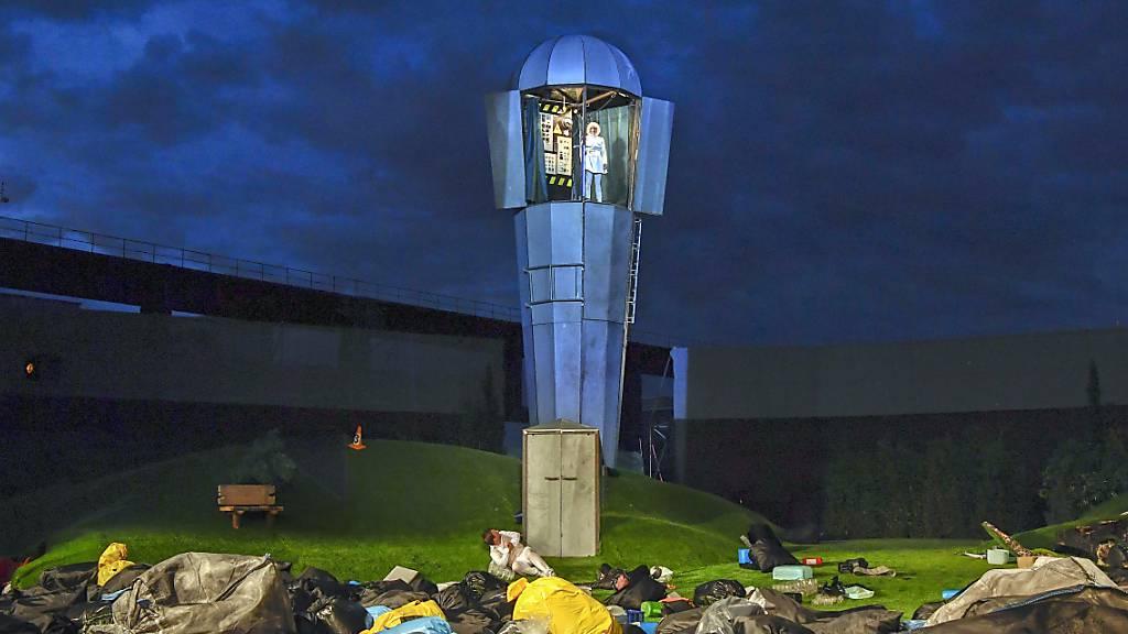 Geben im Streit mit Anwohnern auf: Karl's kühne Gassenschau wird nicht in Pfungen gastieren. Im Bild eine Szene aus dem Stück «Sektor1». (Archivbild)