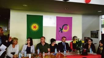 Diesen Wahlanlass soll der Basler Staatsschutz überwacht haben: SP-Ständerätin Anita Fetz (M.) umgeben von Basler Genossinnen und Genossen. (Archiv)