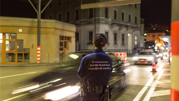 Täglicher Übergang für tausende Grenzgänger, aber auch für potenzielle Terroristen: Die Grenze Schweiz-Italien bei Chiasso TI.