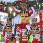 Der totale Triumph der Österreicher: Michael Matt (links) und Marco Schwarz (rechts) schultern Slalom-Weltmeister Marcel Hirscher