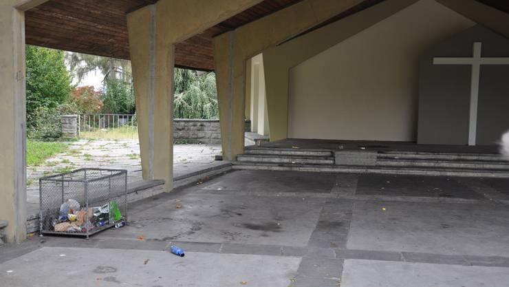 Die Abdankungshalle sieht leer und verlassen aus