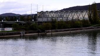 Ein Ausbaggern des Rheins zwischen Kraftwerk und Wettsteinbrücke brächte zusätzlichen Strom für 10000 Haushalte. Kenneth Nars