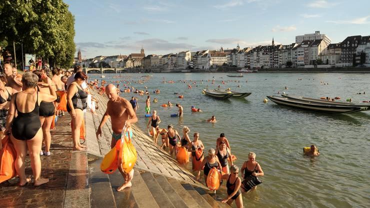 Das Rheinschwimmen wird zum politischen Statement – und kaschiert gleichzeitig die Grenzen, die Basel in zwei Teile spalten.
