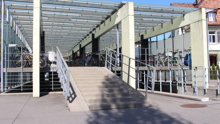 Treffpunkt Velohaus: Hier am Dietiker Bahnhof startet am nächsten Dienstag der zweite Klangspaziergang. (Archiv)