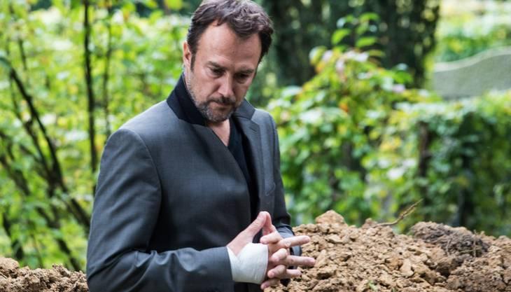 Carlos Leal am Bestatter-Dreh im Aarauer Friedhof Rosengarten.