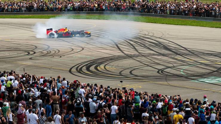 Sébastian Buemi im Formel-1-Auto von Aston Martin Red Bull Racing.