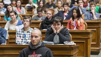 Jugendliche im Bundeshaus. Werden Jugendparlamente im Kanton Solothurn bald insitutionalisiert?