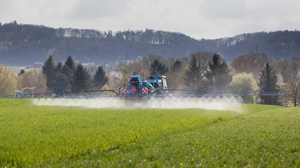 Pestizide sollen zeitgleich wie in der EU aus dem Verkehr genommen werden