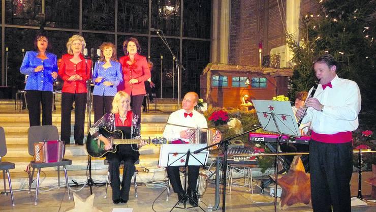 Stimmungsvoll: Beim gemeinsamen Konzert von «Geschwister Biberstein»,» «Bumerang» und «Keiser Chörli» ging es Weihnachtlich zu und her, «Stille Nacht» durfte da nicht fehlen. (apb)