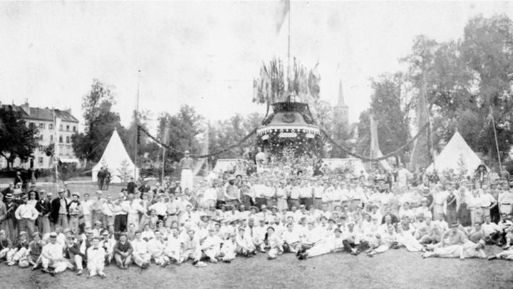 Im Sportmuseum entdeckt (1): Die wahrscheinlich älteste Fotografie des Schweizer Sports: das 35. Eidgenössische Turnfest 1867 in Genf.