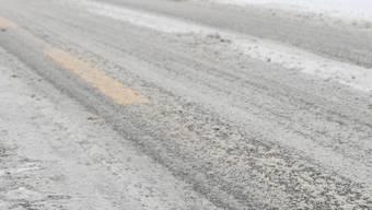 Taxifahrer ist 53 km/h zu schnell – bei winterlichen Verhältnissen. (Themenbild)