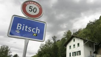 Das Ortsschild der Gemeinde Bitsch im Oberwallis