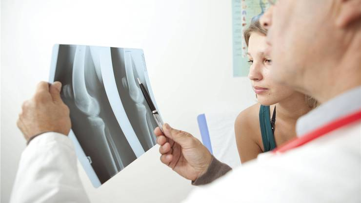 Muss das Knie operiert werden oder nicht? Ärzte setzen sich oft über Empfehlungen des Swiss Medical Boards hinweg.Imago