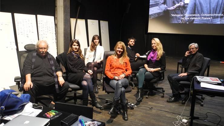 Die Auswahlkommission der Solothurner Filmtage 2017: (v. l.) Heinz Urben, Annina Wettstein, Natacha Seweryn, Seraina Rohrer, Niccolo Castelli, Jasmin Basic und Thomas Allenbach.