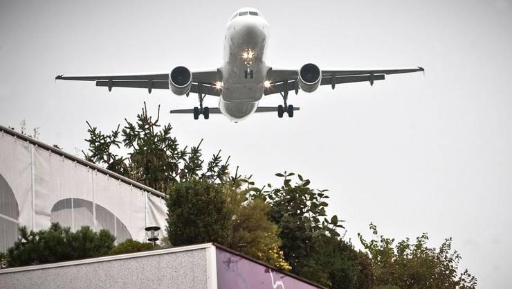 Vom Staatsvertrag zum Flugverkehr würde vor allem der Süden des Flughafens Zürich profitieren.